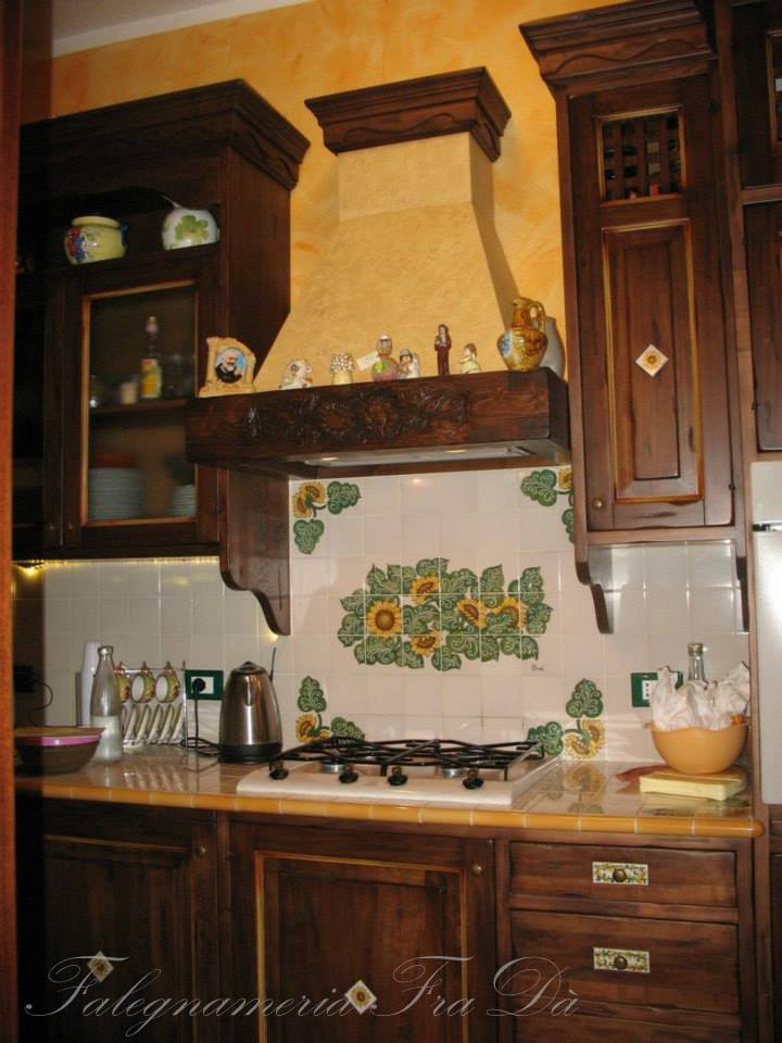 Cucina rustica in legno massello - Falegnameria Fradà - falegname a ...