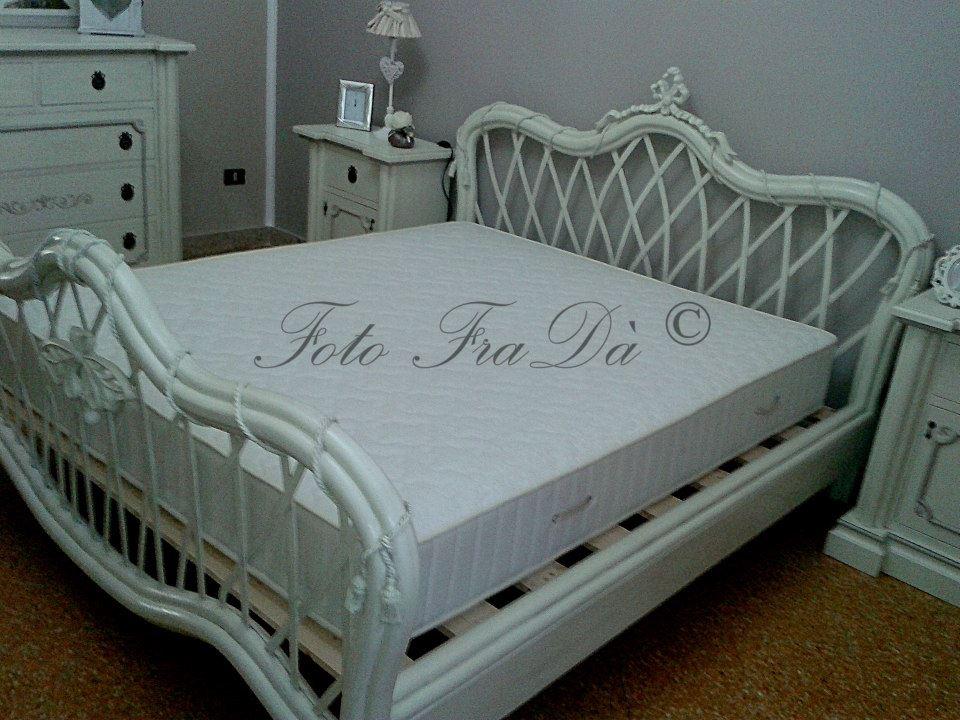 camera da letto in legno massello romantica