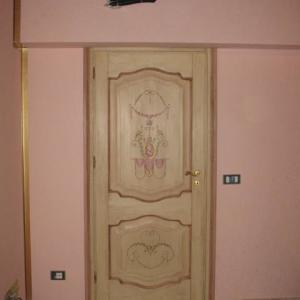 Porte in legno massello dipinte a mano - Falegnameria Fradà ...