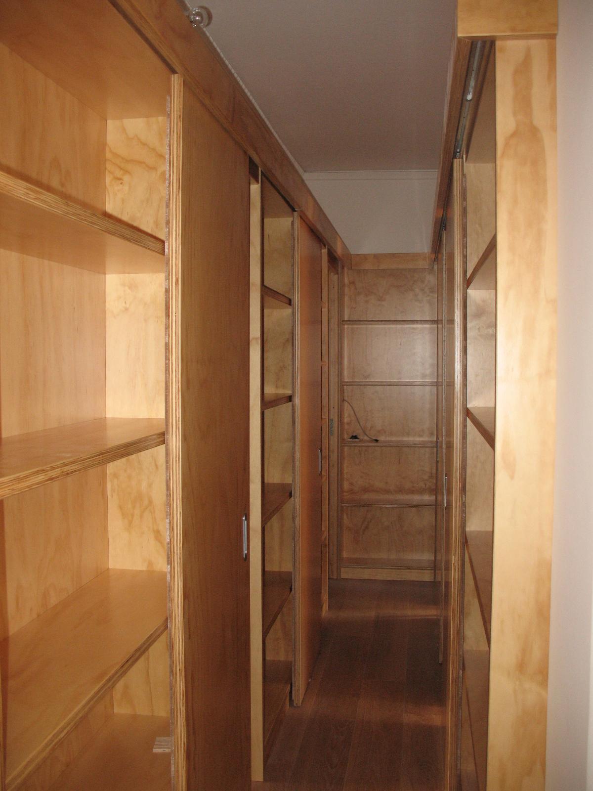corridoio libreria in legno