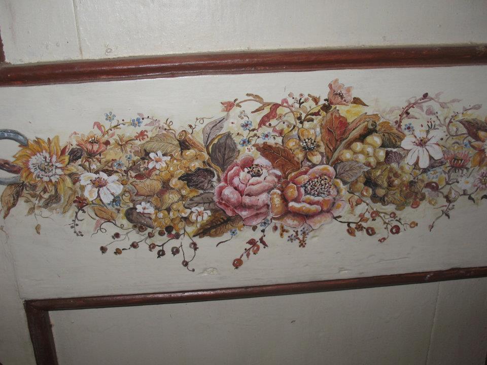 particolare floreale dipinto a mano