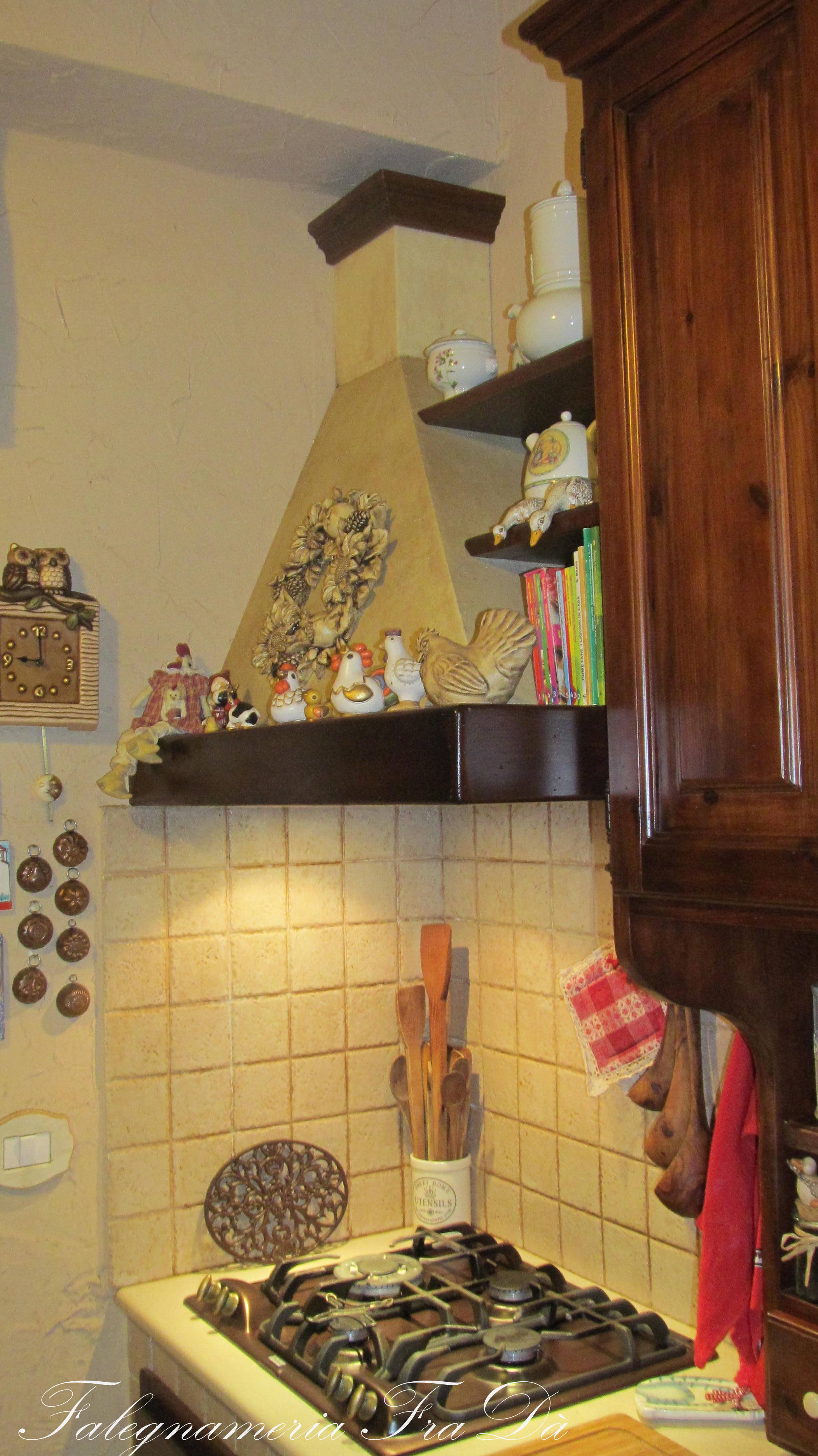 cappa in legno cucina artigianale fradà