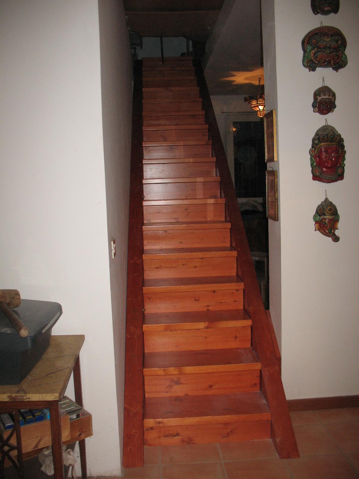 scala in legno massello artigianale