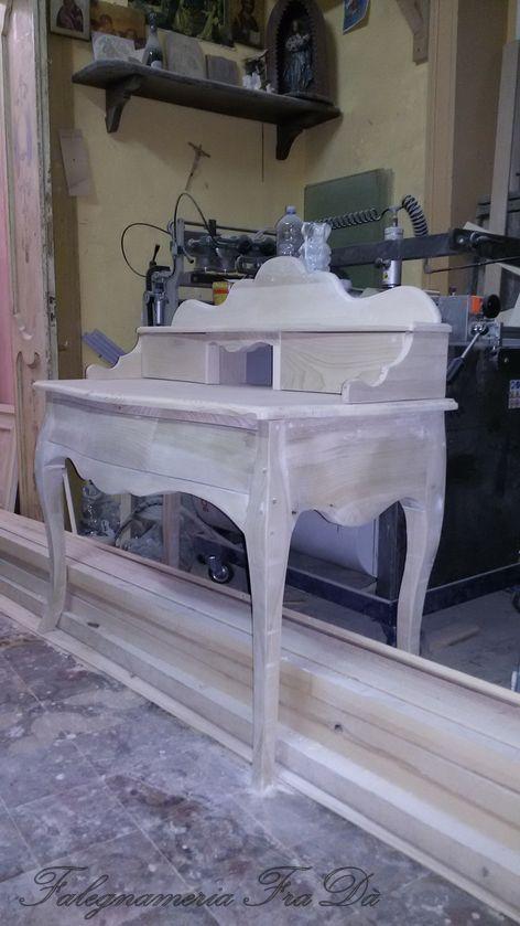 scrittoio in legno lavorazione artigianale