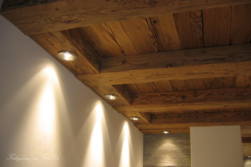 soffitto in legno antico con faretti - Falegnameria Fradà - falegname a palermo