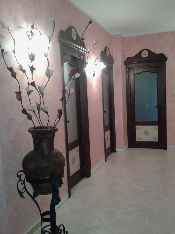 porte in legno massello con sopra porta