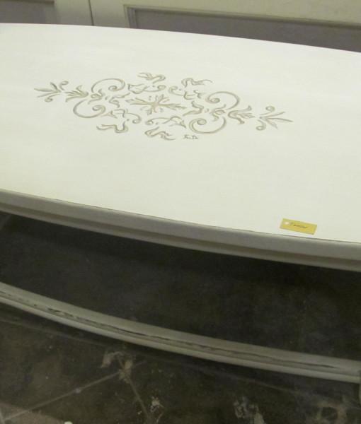 tavolino basso decorato