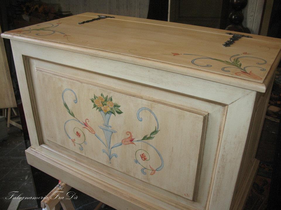 Cassapanca in legno decorata falegnameria frad - Cassapanca decorata ...