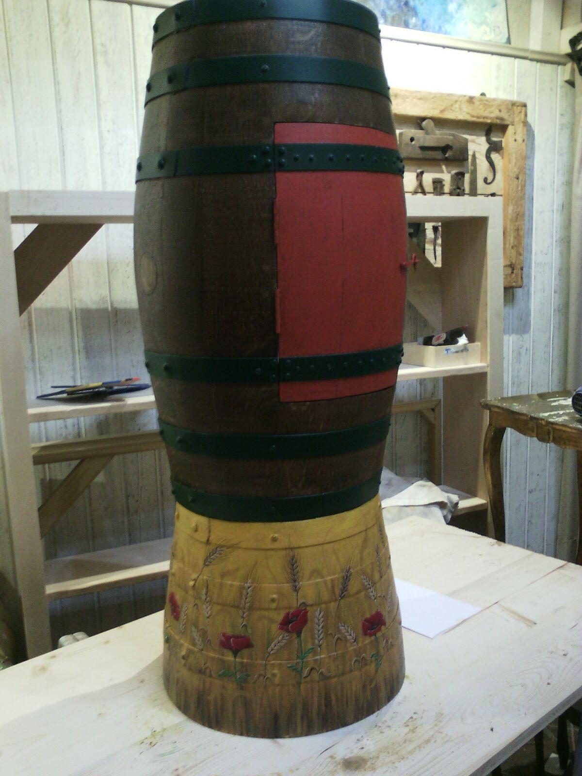 botte in legno dipinta a mano