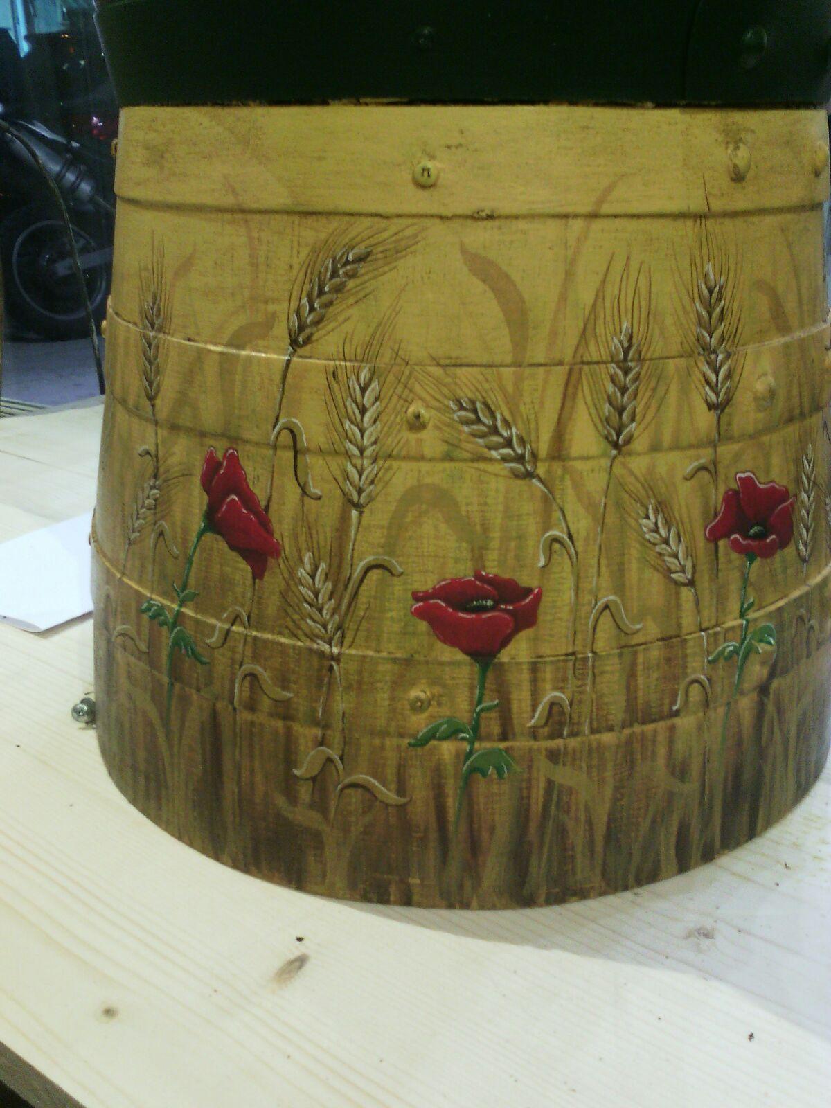 botte in legno particolare dipinto a mano