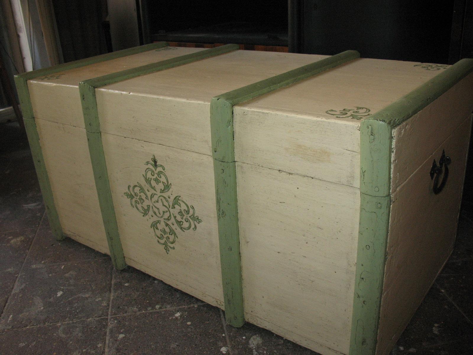 Recupero creativo di un baule in legno falegnameria frad falegname a palermo - Come rivestire internamente un baule ...