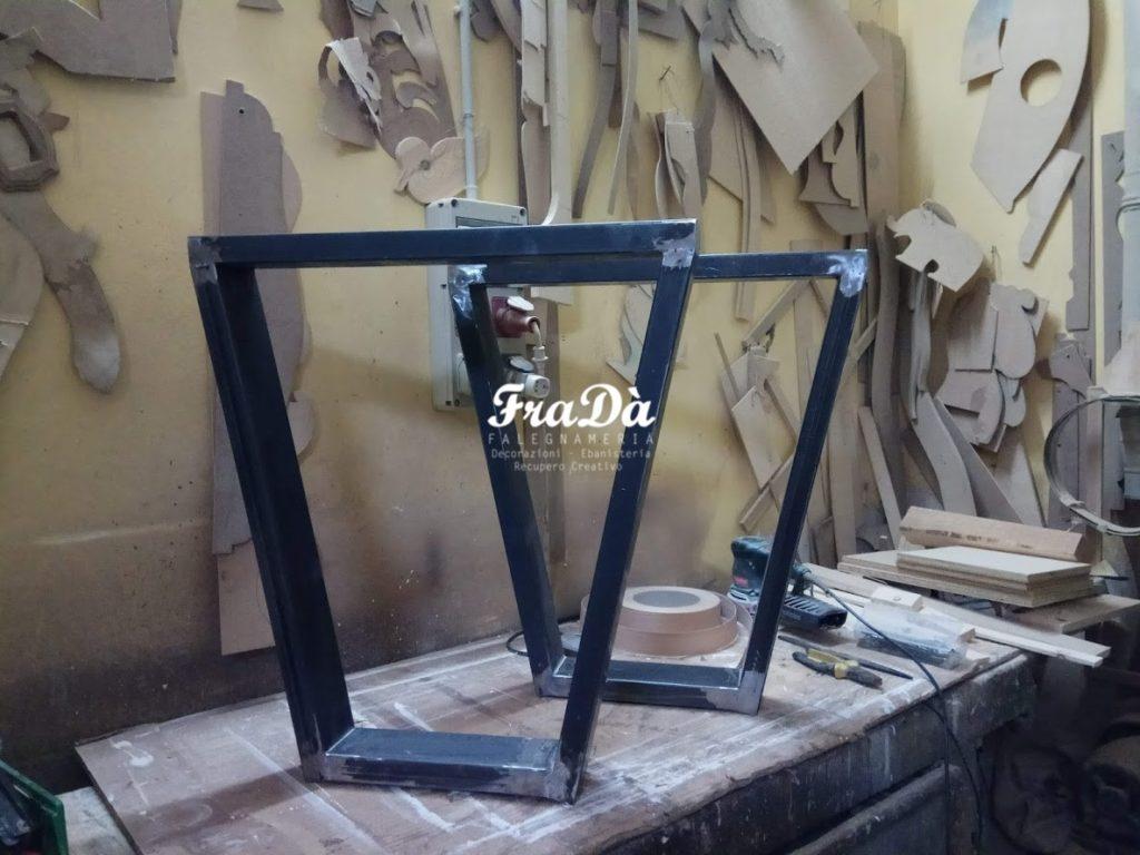 Tavolo Design Legno Ferro : Realizzazione di un tavolo di design in legno massello e ferro