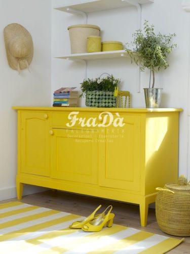 mobile giallo
